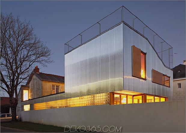Cooles französisches Haus mit gewölbter Aluminiumfassade und Dachterrasse_5c58faaf87bb7.jpg