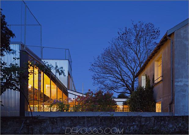 Cooles französisches Haus mit gewölbter Aluminiumfassade und Dachterrasse_5c58fab008df1.jpg