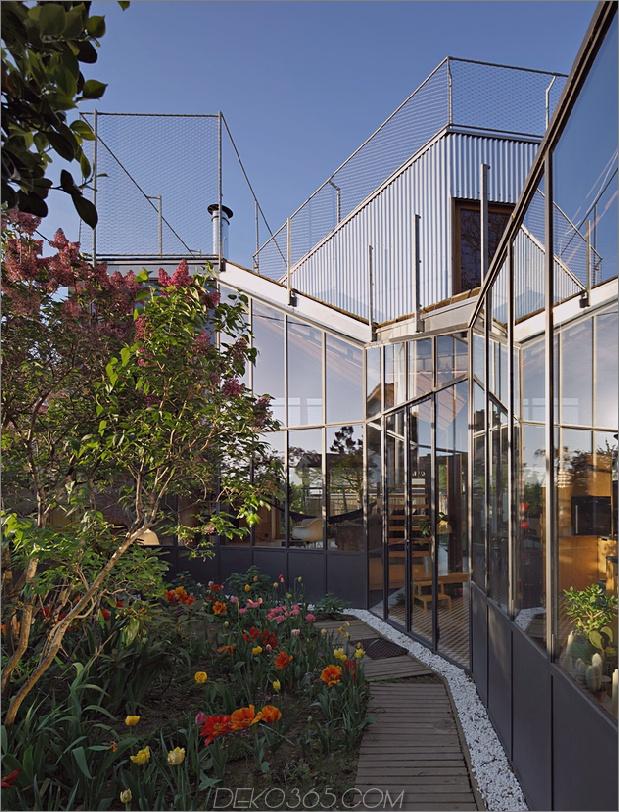 Cooles französisches Haus mit gewölbter Aluminiumfassade und Dachterrasse_5c58fab60a495.jpg