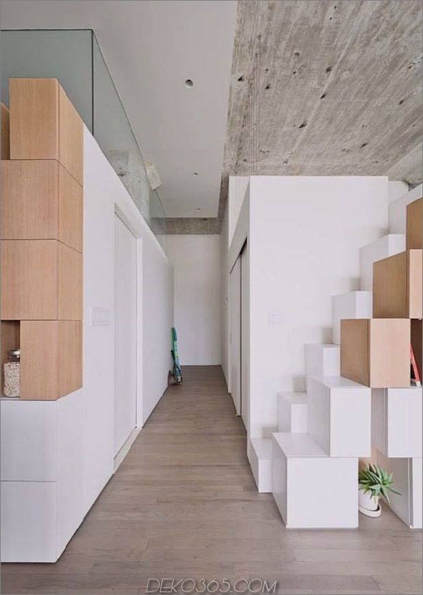 Creative Storage Wall integriert Stairwell in New Mezzanine_5c58e16959ddf.jpg