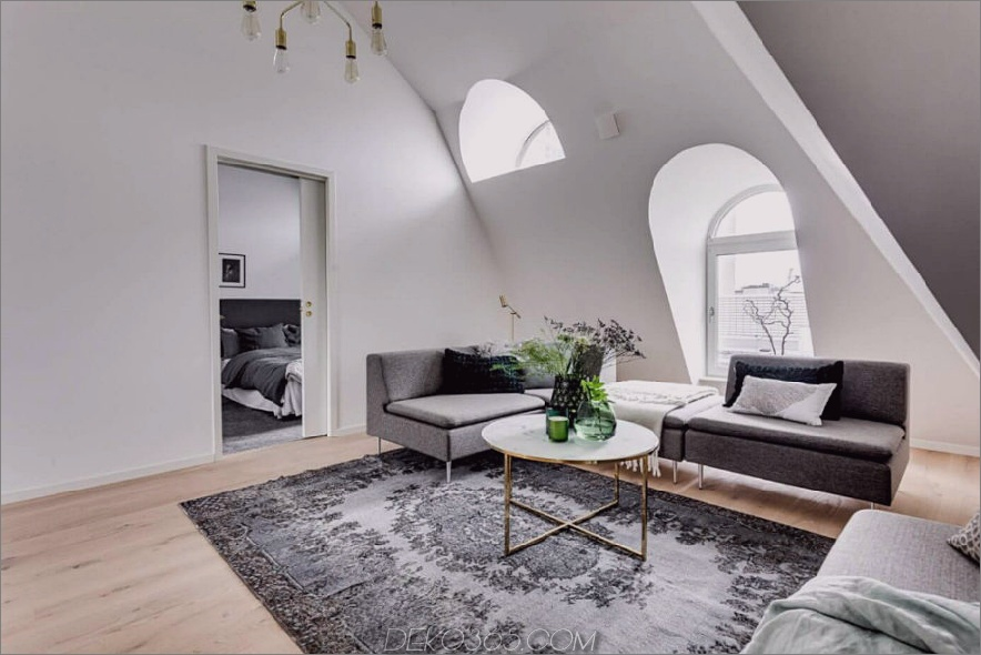 Attic diktiert die Innenarchitektur in der Wohnung 900x600 Attic Apartment in Stockholm diktiert Layout und Stil