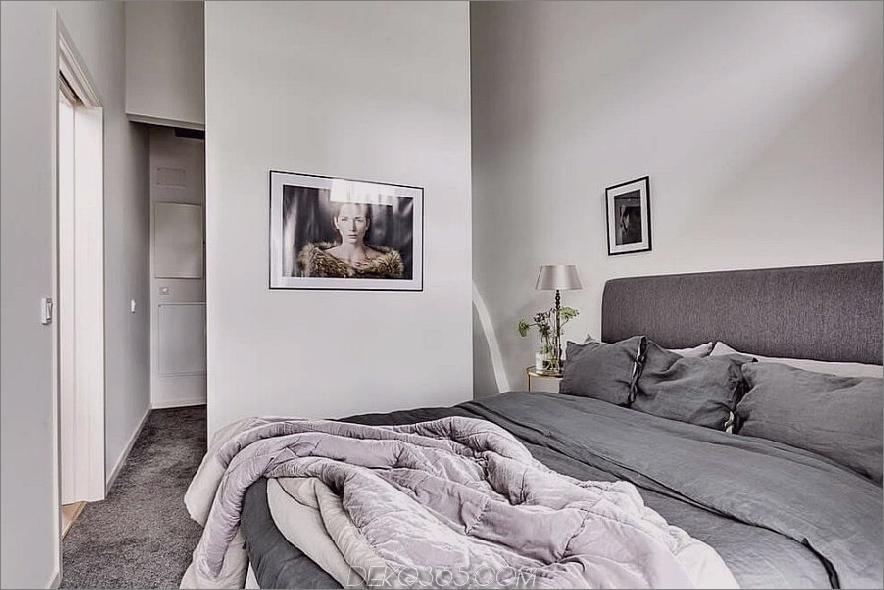Das Schlafzimmer verfügt über ein geräumiges Bett