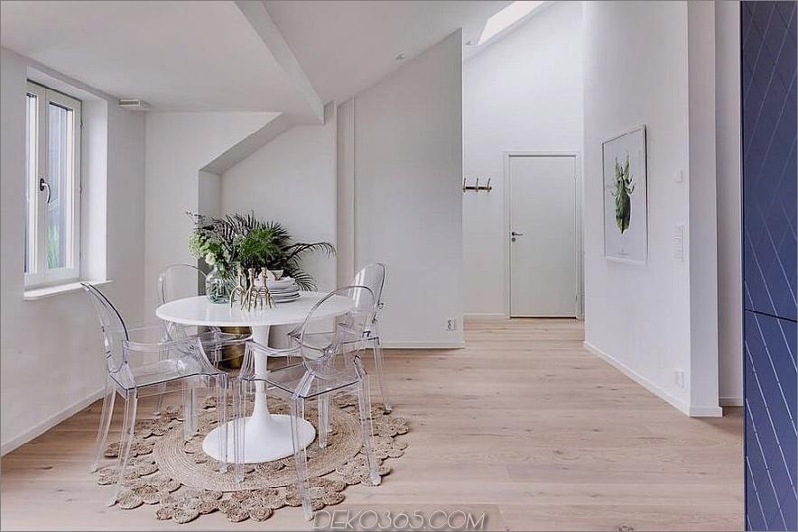 Lucite Esszimmerstühle schaffen eine luftige Atmosphäre im weißen Raum