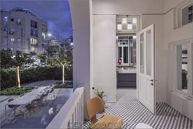 dunkel-und-dramatisch-Tel Aviv-Apartment-by-Pitsou-Kedem-18.jpg