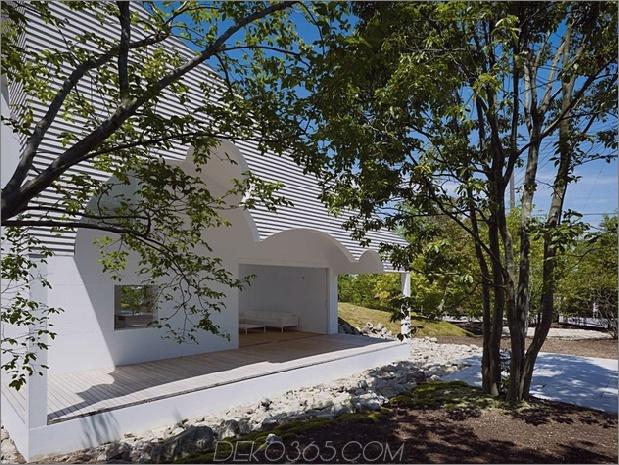 Das Dach hat kreisförmige Ausschnitte, um Baumkronen zu emulieren_5c58db5b51909.jpg