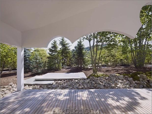 Das Dach hat kreisförmige Ausschnitte, um Baumkronen zu emulieren_5c58db6116c5c.jpg