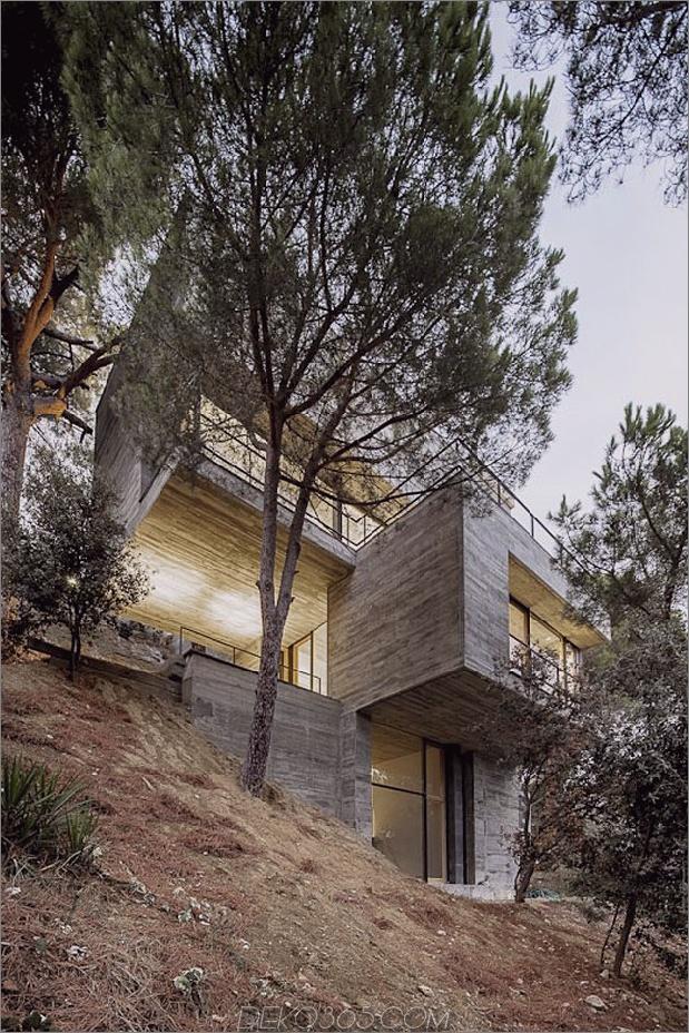 Vertikales Haus mit verzweigten Balkonen, inspiriert von Bäumen 1 thumb 630x946 12161 Steep Slope Das Design des Hauses geht vertikal wie Bäume