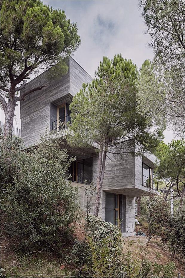 Vertikales Haus mit verzweigten Balkonen, inspiriert von Bäumen 2 thumb 630x946 12163 Steep Slope Das Design des Hauses geht vertikal wie Bäume