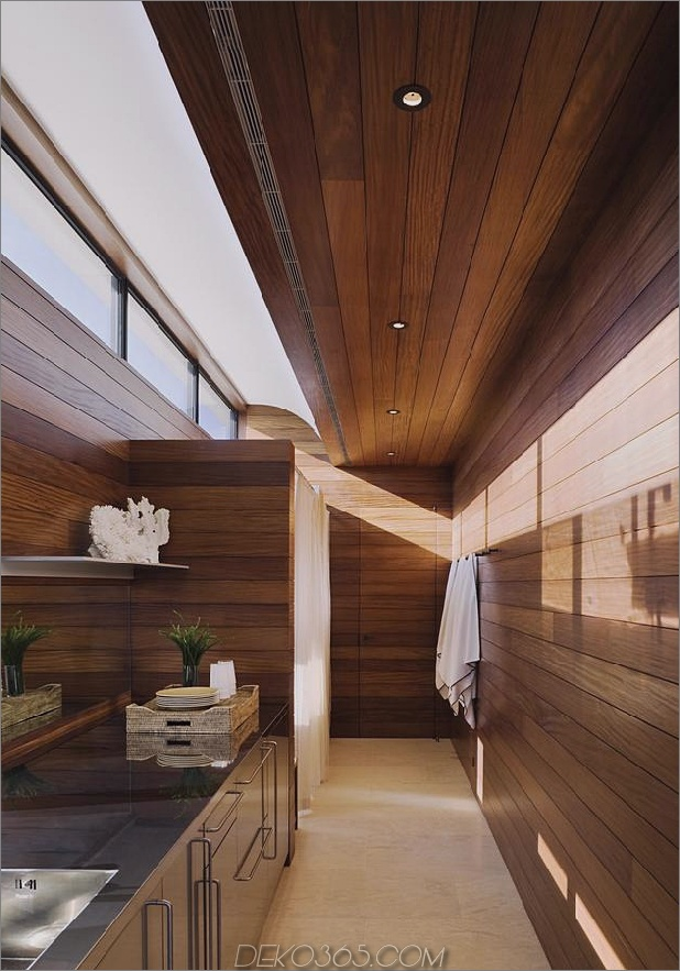 Oceanside-Home-Teak-Wände-Pool-Dach-Kamin-10-bath.jpg