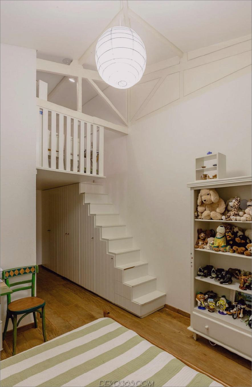 Kinderzimmer mit Dachboden
