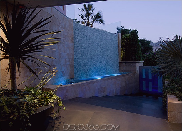 ultimatives Partyhaus mit farbiger Beleuchtung und Wasserfällen 2 thumb 630x454 29890 Ultimatives Partyhaus in Beverly Hills