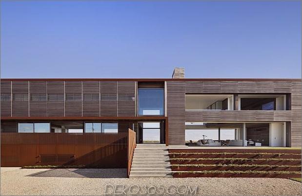 Zwischen dem Teichmeer liegendes Zuhause maximiert die Sichtgrenzen. 2 exterior thumb 630xauto 45834 Zwischen dem Teich und dem Ozean liegendes Zuhause maximiert Ansichten und Grenzen