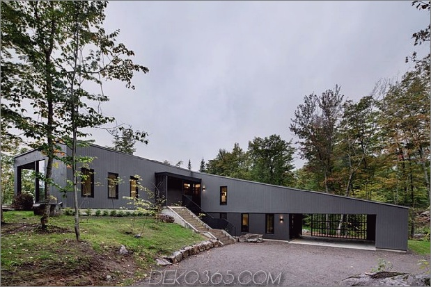diagonale Dachlinie definiert ausgedehntes kanadisches Hügelgrundstück 2 frontale Ansicht thumb 630x420 21696 Diagonale Dachlinie definiert ausgedehntes kanadisches Hügelgrundstück
