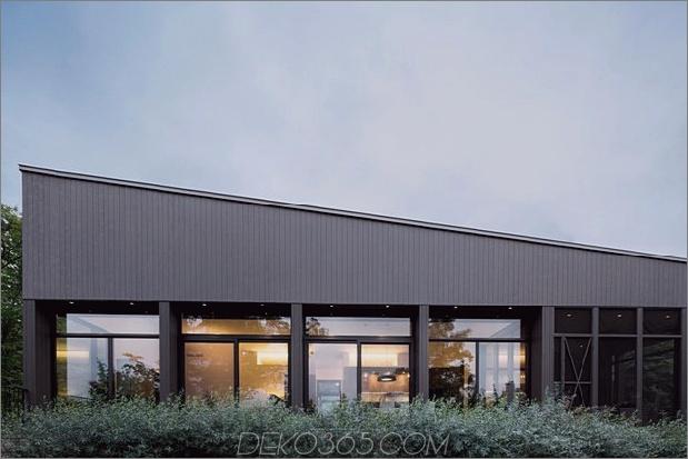 diagonale Dachlinie definiert weitreichende kanadische Hügel-Los-Heimat-8-Rücken-Fenster-Gerade.jpg