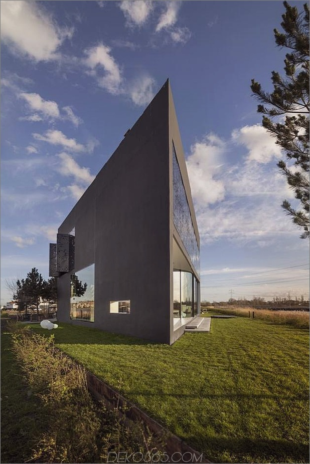 Rautenförmiges Haus mit geschwungenen Glasfenstern 2 Daumen vorne links autox944 38799 Rautenförmiges Haus mit geschwungenen Glasfenstern