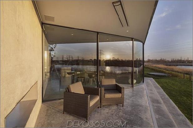 Rautenhaus-mit-kurvigen Glasfenstern-5-Frontdeck.jpg