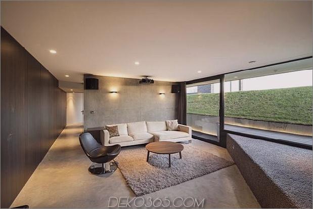 rautenförmiges haus mit geschwungenen glasfenstern-22-movie-room.jpg