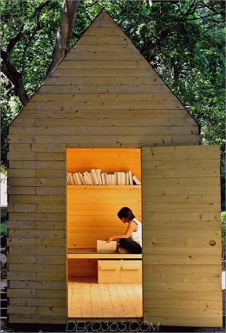 einfachste lesekabine-zum-bauen-person-inside.jpg