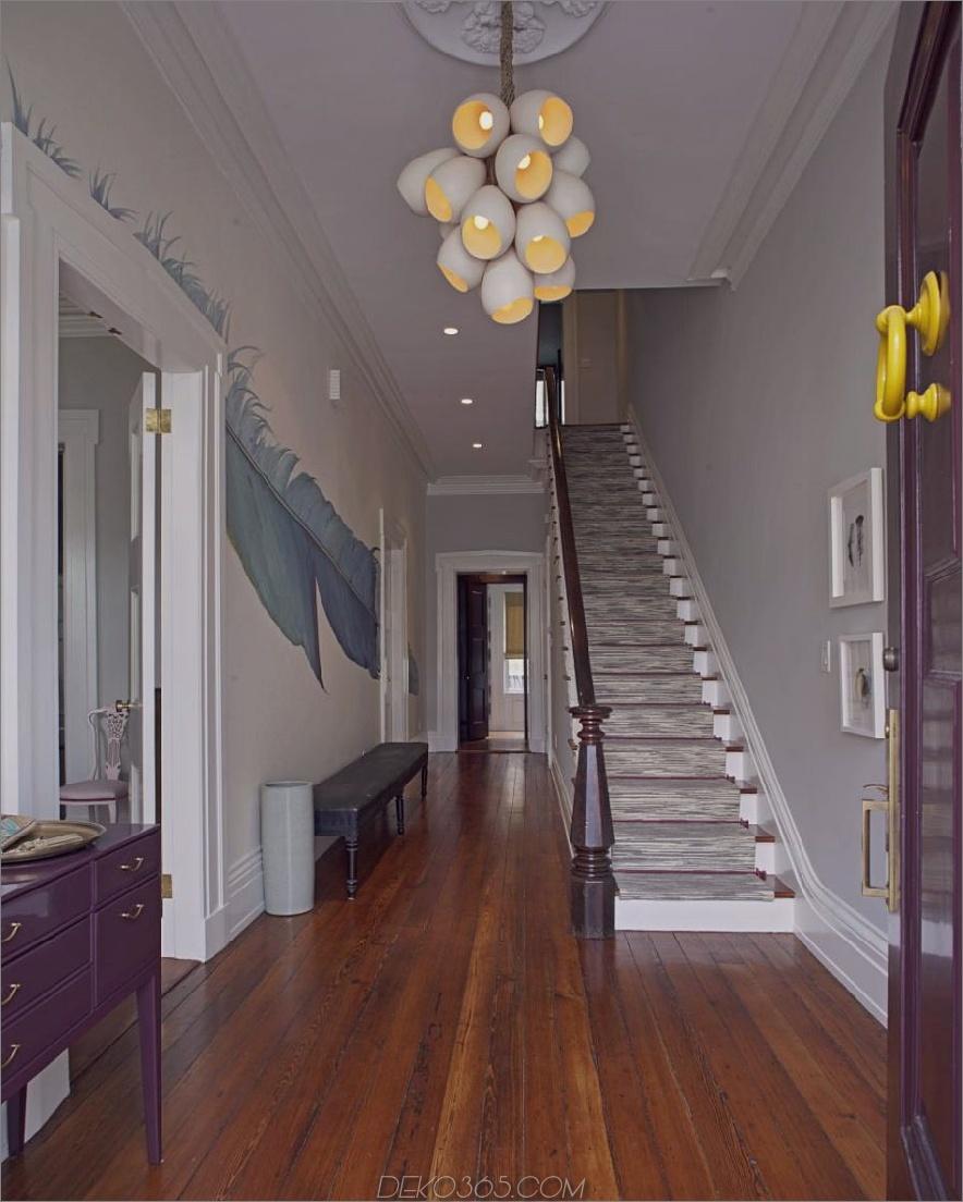 Buntes modernes Foyer von Rethink Design Studio