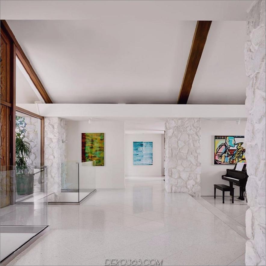 Dramatischer weißer Eingang von Hugh Jefferson Randolph Architects