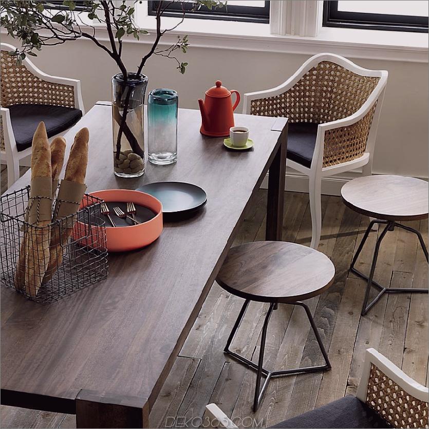 Eklektisches Esszimmer mit Hockern und Stühlen