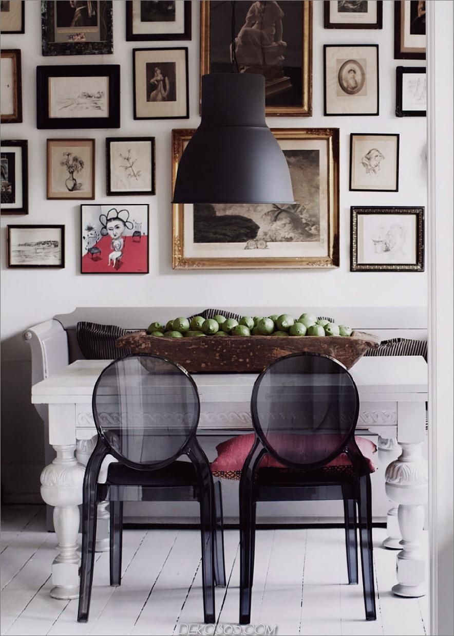 Sofabank in einem eklektischen Esszimmer