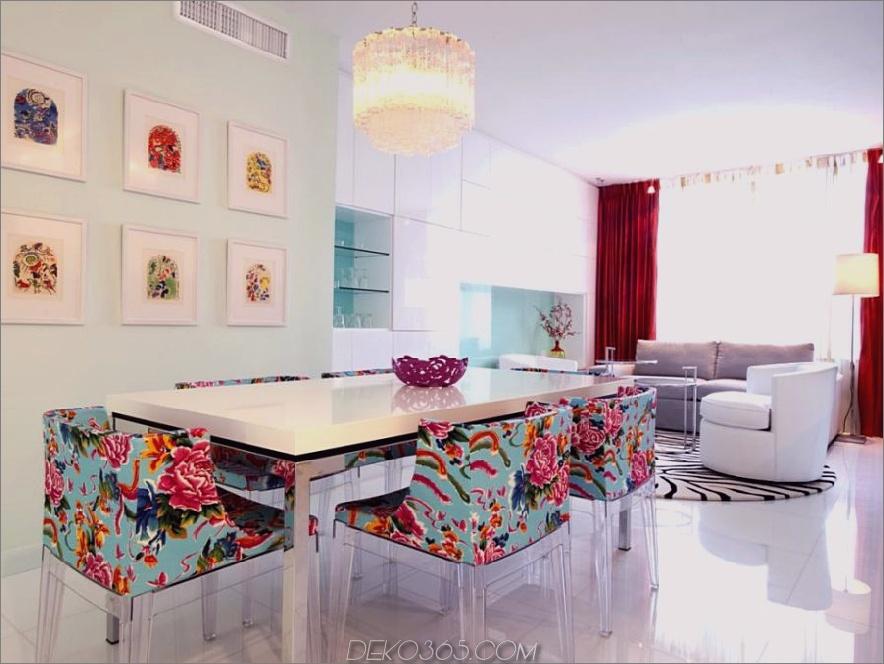 Avram Rusus weißes Esszimmer mit hellen Blumenstühlen
