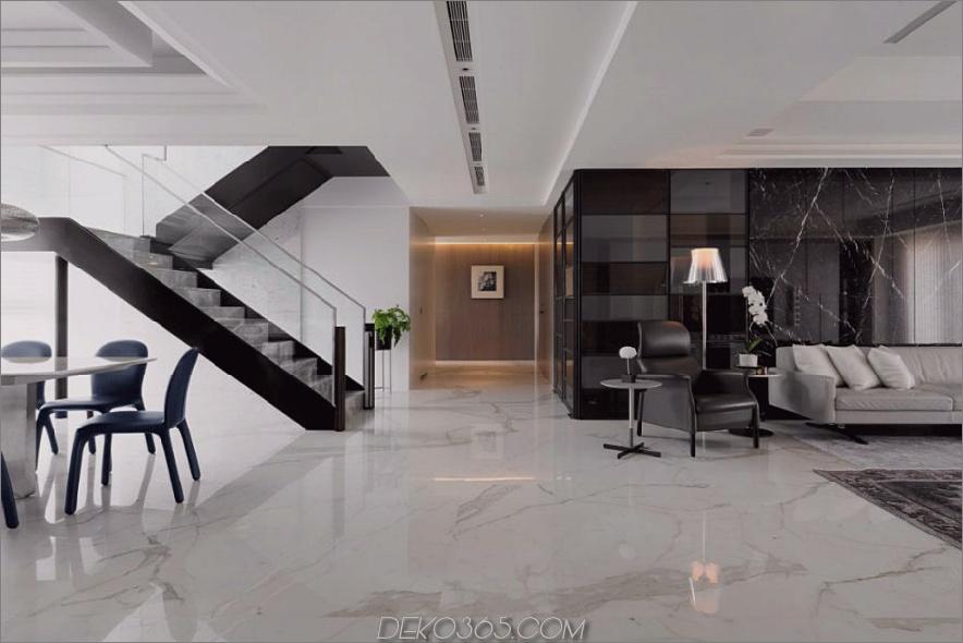 Wohnzimmer verfügt über eine Wand mit schwarzem Marmor