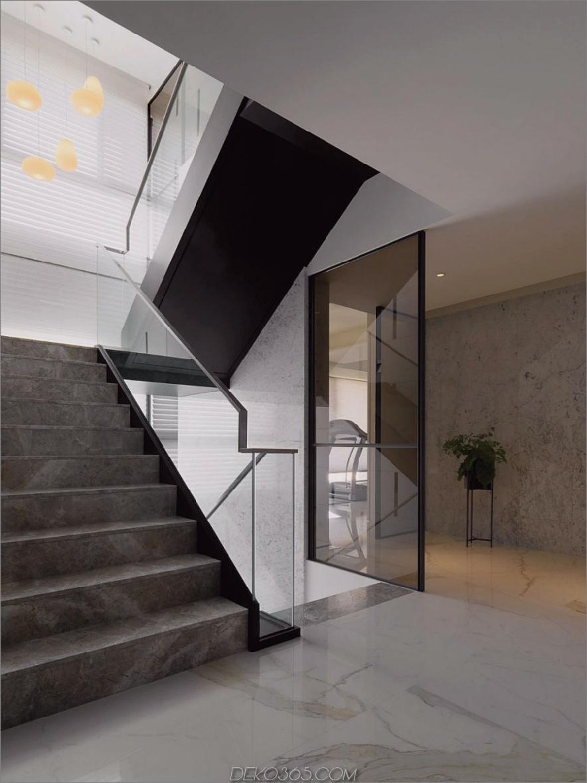 Das Treppenhaus wird mit Glasgeländern geliefert