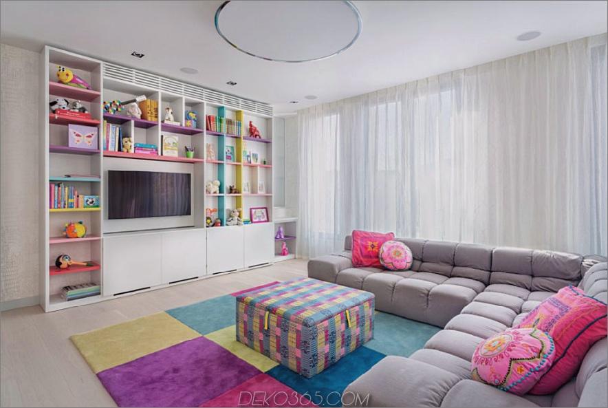 Das Kinderzimmer ist hell und farbenfroh