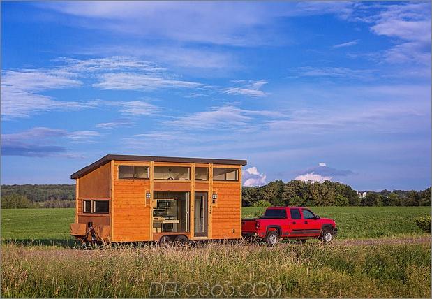 tiny home on trailer Fluchtheimreisender 1 thumb 630xauto 54990 Dieses kleine Haus auf einem Trailer ist nach berühmten Wisconsin Vacation Cottages gestaltet: dem neuen Escape Traveller