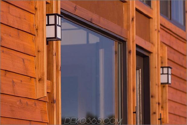 tiny-home-on-trailer-escape-homes-traveller-15-exterior-lights.jpg