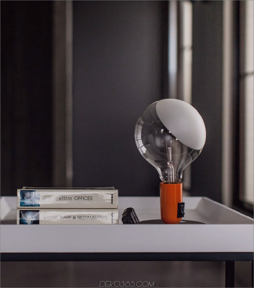 Dekorakzente stehen im Sinne einer raffinierten industriellen Einfachheit, die das Interieur bestimmt