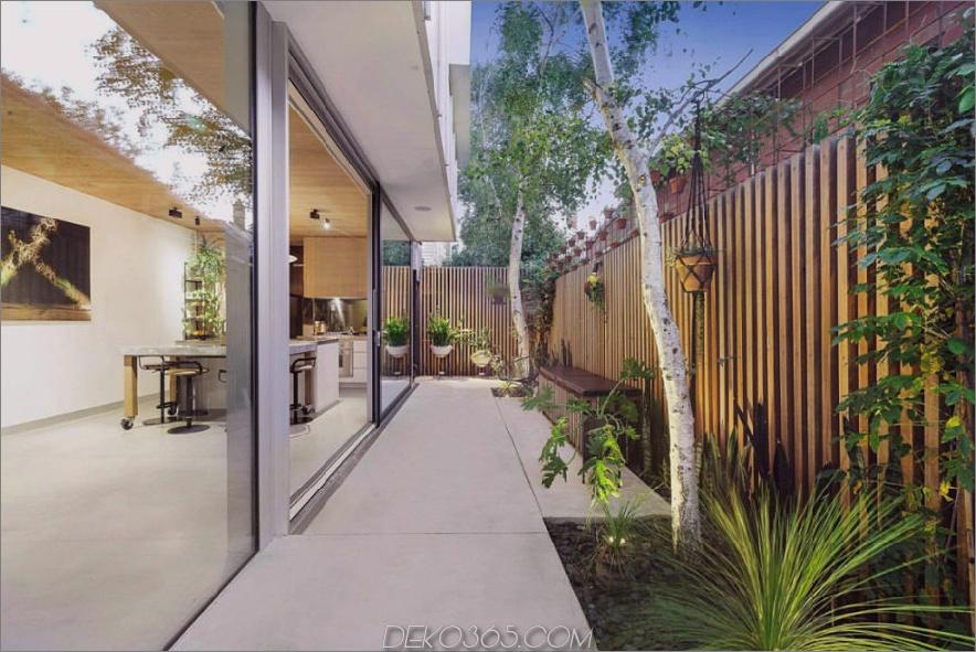 Kleiner Garten mit einem schönen Zaun 900x601 Dieses zeitgenössische Stadthaus liebt die Natur