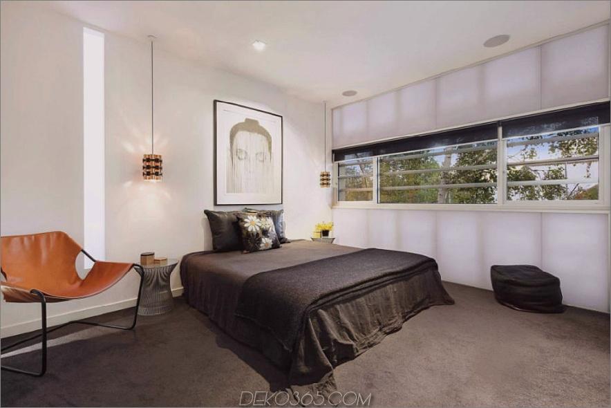 Das minimalistische Schlafzimmer verwendet Kunstwerke anstelle eines Kopfteils