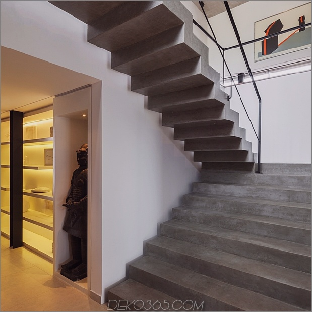 dual-direction-beton-hause umgibt-pool-hofhof-brasilien-8-treppenhaus.jpg