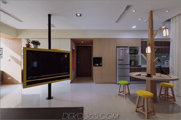 Pivoting-TV-Turns-Playful-Apartment-In-Entertainment-Area-4.jpg