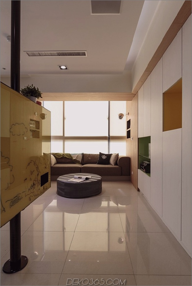 Pivoting-TV-Turns-Playful-Apartment-In-Entertainment-Bereich-7.jpg