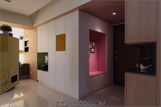 Pivoting-TV-Turns-Playful-Apartment-In-Entertainment-Bereich-8.jpg