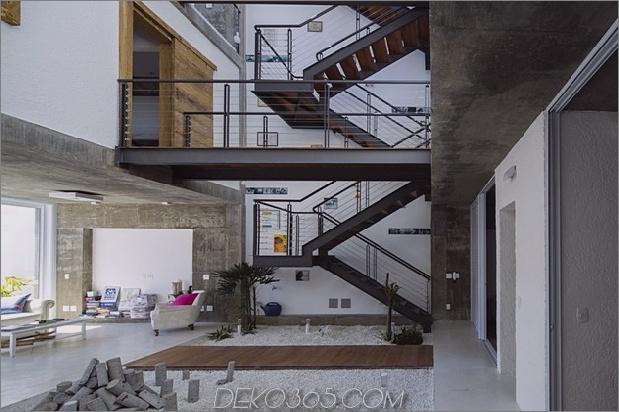 Brasilianisches Betonhaus, gebaut um einen dreistöckigen Innenhof Baum 11 Erdgeschoss Ecke thumb 630x419 27704 Dreistöckiges Hofhaus