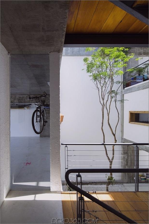 Brasilianisch-Beton-Haus-gebaut-rund-dreistöckiger Hof-Baum-4-Garage-Flur.jpg