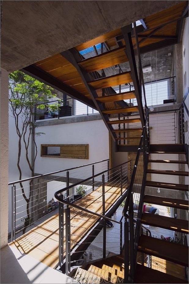 Brasilianisch-Beton-Haus-gebaut-rund-dreistöckiger Hof-Baum-5-Second-Level-Treppen.jpg