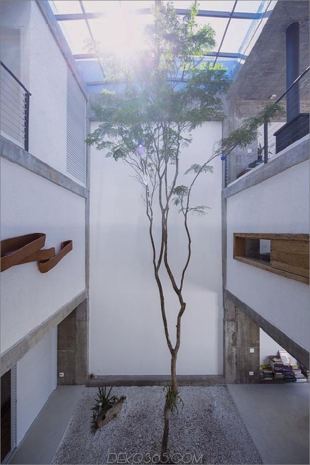 Brasilianisch-Beton-Haus-gebaut-rund-dreistöckiger-Hof-Baum-7-Baum.jpg