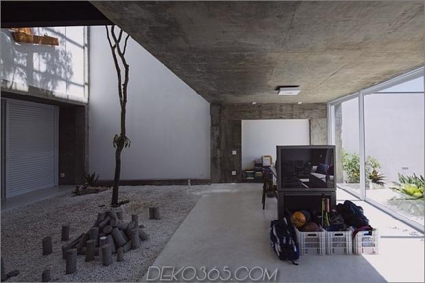 Brasilianisch-Beton-Haus-gebaut-rund-dreistöckiger Hof-Baum-9-Boden-Ebene-Wohnbereich.jpg