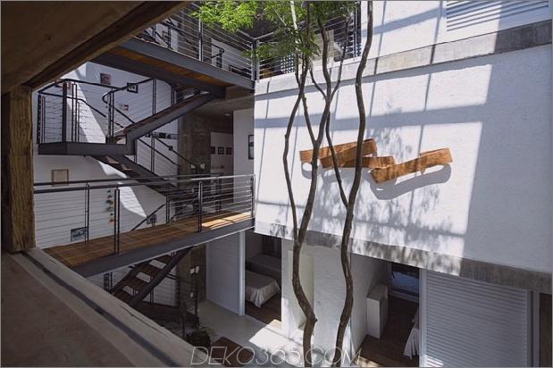 Brasilianisch-Beton-Haus-gebaut-rund-dreistöckiger Hof-Baum-12-Second-Level-Hof-Übersehen.jpg