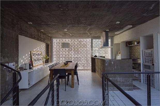 Brasilianisch-Beton-Haus-um-dreistöckiger Hof-Baum-15-in-kitchen.jpg