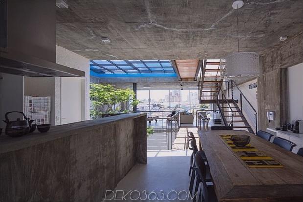 Brasilianisch-Beton-Haus-gebaut-rund-dreistöckiger Hof-Baum-16-Küche-Aussicht-out.jpg