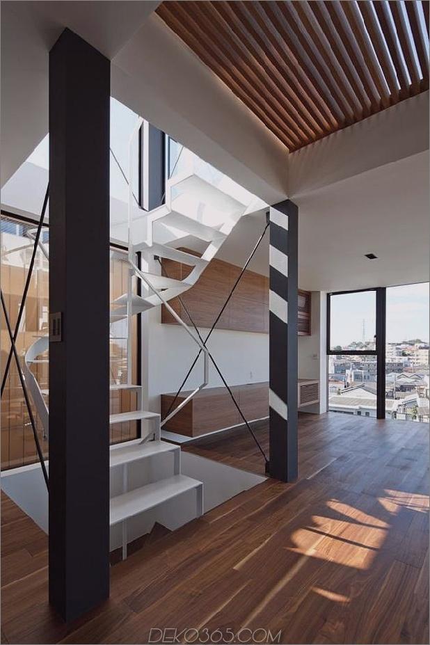 dreistöckiges-tokyo-haus-mit-panoramablick auf die stadt-7-treppen-balkenwinkel.jpg
