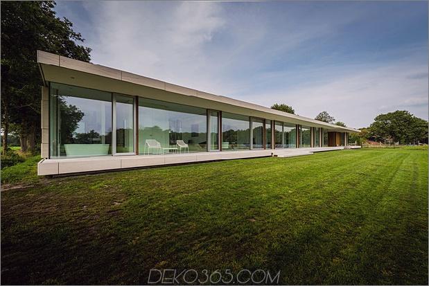 Beton-Haus-Wände-Glas-Privat-Weide-16-Badewanne-Exterieur.jpg