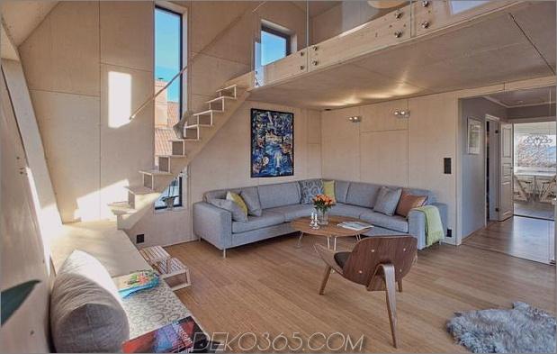 Winkel-Haus-Zusatz-mit Sperrholz ausgekleidet-Interieur-6-Couch-unter-Treppe.jpg
